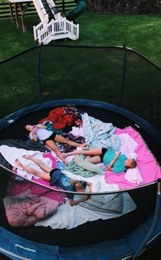 Best photography friends bff sleepover ideas Spring-summer collection agencies are packed with subsequent details. Photos Bff, Best Friend Photos, Best Friend Goals, Bff Pics, Friend Pics, Fun Sleepover Ideas, Sleepover Party, Sleepover Snacks, Teen Sleepover