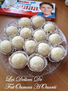 Boule Noix de Coco Ultra fondante Coeur Kinder Candy Recipes, Sweet Recipes, Dessert Recipes, Cookie In A Mug, Algerian Recipes, Chocolate Fondant, Sweets Cake, Oreo Cheesecake, Biscuit Cookies