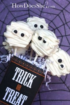 Cute halloween treats!!! Bebe'!!! White chocolate dipped areas or heavily frosted oreos in white make great ghost pop treats for Halloween!!!