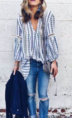 Drape yourself in this lovely tunic, toss aside your agenda and just go with the flow today! Posies Flow My Way V-neck Tunic(Item Street Style Outfits, Looks Street Style, Looks Style, Spring Summer Fashion, Spring Outfits, Winter Outfits, Winter Fashion, Spring Dresses, Böhmisches Outfit