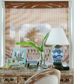 🌟Tante S!fr@ loves this📌🌟desk Coffee Table Vignettes, Tropical Homes, British Colonial Decor, British West Indies, Caribbean Homes, Studio Spaces, Cottages By The Sea, Plantation Homes, California Style