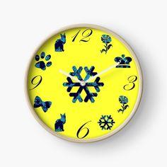 Ein Muster für Kinder auf einer gelben Uhr. Clock, Decor, Blue Clocks, Cute Designs, Beautiful Patterns, Random Stuff, Yellow, Kids, Nice Asses