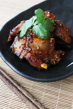 Korean Style Pan-fried Pork Belly – Spice the Plate Today I want to share the recipe for a delicious Korean Style Pan-fried Pork Belly with you. Not only does it taste amazing but also is super Fried Pork Belly Recipe, Pork Belly Recipes, Steak Recipes, Korean Pork Belly, Grilled Pork Steaks, Pork Belly Slices, Braised Pork Belly, Barbecue Recipes, Barbecue Ribs