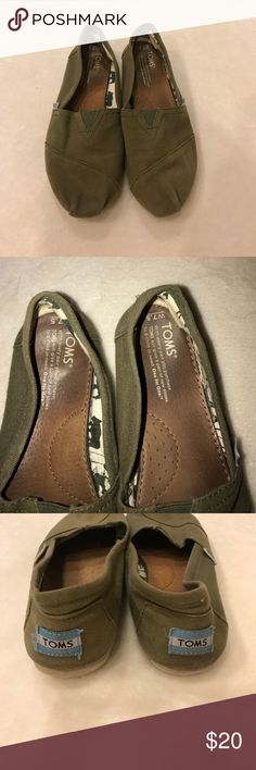 Women's Toms Preloved women's toms size 7.5, but have plenty of wear left in them! No major flaws TOMS Shoes