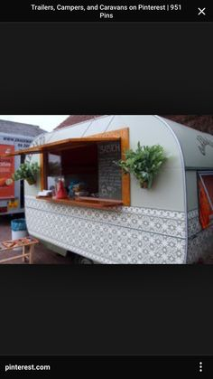 Caravan Makeover 106397609931442620 - Vintage Camper Exterior Source by lenacarlotta Caravan Bar, Retro Caravan, Retro Campers, Vintage Campers, Vintage Rv, Vintage Motorhome, Camper Trailers, Trailer 2, Small Food Trailer