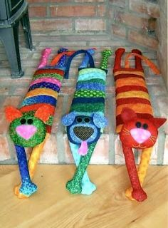 Sewing Toys Cats and dog pillows posted by Cristina Tonin. Patterns for heads and legs pinned separately. Cat Crafts, Diy And Crafts, Arts And Crafts, Quilting Projects, Craft Projects, Sewing Projects, Sewing Ideas, Fabric Toys, Fabric Crafts