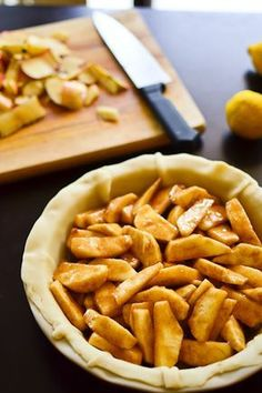 Good Old Fashioned Apple Pie.apple picking season is around the corner:)) GOOD YUMMY RECIPE America's (or at least mine) favorite pie Thanksgiving Recipes, Fall Recipes, Holiday Recipes, Thanksgiving Holiday, Christmas, Köstliche Desserts, Dessert Recipes, Apple Desserts, Old Fashioned Apple Pie