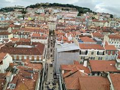 Lisabona - un city break de facut intr-o viata - City femme Travel Around Europe, Travel Around The World, Around The Worlds, City Break, Lisbon, Paris Skyline, Adventure, Fairy Tales, Adventure Nursery