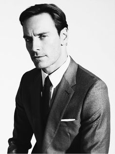 Fassbender shows us a classic English look. Not flashy. Not boring. Inconspicuous attention to detail. Except for the shirt collar, just right.