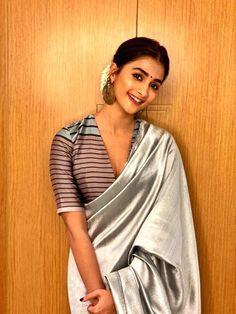 Pongal celebrations at home Saree Blouse Patterns, Saree Blouse Designs, Ethnic Sarees, Silk Sarees, Indian Sarees, Saree Hairstyles, Indian Bollywood Actress, Bollywood Girls, Bollywood Saree
