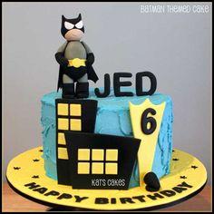 Batman Birthday Cake - Lots of superhero party ideas on this blog
