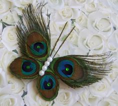 2 favorite things in one Peacock Crafts, Feather Crafts, Feather Art, Peacock Feathers, Flower Crafts, Peacock Hair, Peacock Colors, Diy Home Crafts, Diy Arts And Crafts