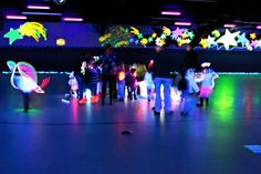 Use this link …. Glow sticks and gummy worms, baby … Tween Glow party (that would be fun if kids decorate their own shirts) Source by hihappy Dance Party Birthday, Neon Birthday, Birthday Party Themes, Roller Skating Party, Skate Party, Neon Party Themes, Glow In Dark Party, Glow Party Supplies, Neon Glow
