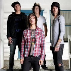 pierce the veil | Pierce the Veil - American post-hardcore band. Formed in 2006. Genres ...
