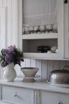 Dessa blommande favoriter som fyller mitt hem med sin oemotståndliga doft och ändlösa skönhet. solen som smyger sig på tit...