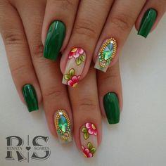 UC mandala love Marianne-nails n 18 can try daisy Crazy Nail Art, Crazy Nails, Fancy Nails, Bling Nails, Pretty Nails, Green Nail Designs, Elegant Nail Designs, Diy Nail Designs, Luminous Nails