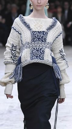 The complete Mame Tokyo Fall 2018 fashion show now on Vogue Runway. Knitwear Fashion, Knit Fashion, Fashion Show, Fashion Design, Urban Apparel, Autumn Fashion 2018, Urban Outfits, Knitting Designs, Pulls