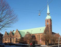 Den ældste  Kryptkirken i Vor Frue Kirke i Århus siges at være Nordeuropas ældste kirkerum i brug. Længe vidste århusianerne ikke, at deres gamle Vor Frue Kirke gemte på denne perle fra en svunden tid. I forbindelse med en renovering i 1955, dukkede den oprindelige kirke op under gulvet. Kirken