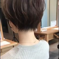 66 Chic Short Bob Hairstyles & Haircuts for Women in 2019 - Hairstyles Trends Wavy Layered Haircuts, Long Pixie Hairstyles, Thin Hair Haircuts, Pixie Haircut, Short Hairstyles For Women, Hairstyles Haircuts, Short Hair Tomboy, Short Grey Hair, Short Hair Cuts