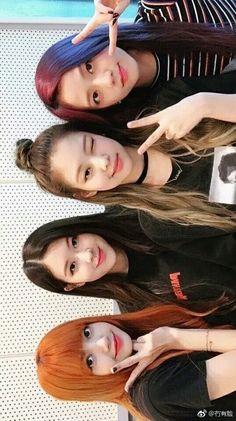 hewo im back with another pin Kpop Girl Groups, Kpop Girls, Blackpink Photos, Pictures, Lisa Blackpink Wallpaper, Black Pink Kpop, Jennie Kim Blackpink, Blackpink Memes, Blackpink And Bts
