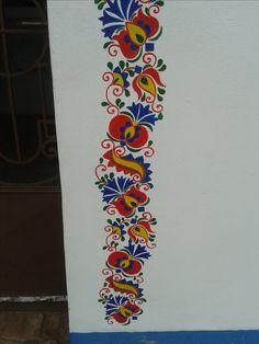 Kostice kaplička Metal Wall Art Decor, Folk Embroidery, Mural Art, Skin Art, Cloth Bags, Mandala Art, Textiles, Diy Crafts, Crafty