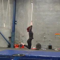 Aerial Acrobatics, Aerial Dance, Aerial Hoop, Aerial Arts, Aerial Silks, Aerial Gymnastics, Gymnastics Poses, Gymnastics Videos, Cute Pictures To Draw