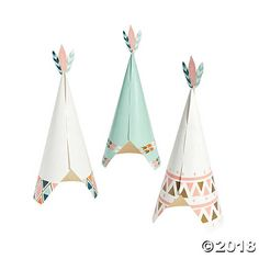These little teepees with feathers on top will fit perfectly into an arrows theme. Group them together or put one on each table. Find more Tribal Baby Shower ...