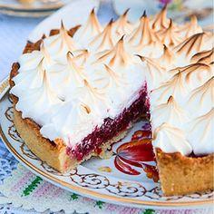 Hallonpaj med italiensk maräng Pie Dessert, Cookie Desserts, Cake Recipes, Dessert Recipes, Mini Tart, Sweet Tarts, Delicious Desserts, Food And Drink, Favorite Recipes
