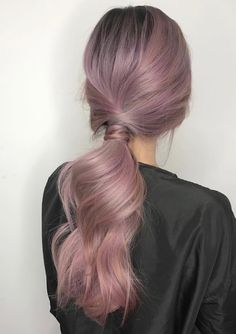 inspired by the red carpet style of the actresses on the 2018 Elegant hairstyles worn by successful women are also simple. Classy and chic Hair Dye Colors, Cool Hair Color, Pastel Hair, Pink Hair, Light Purple Hair, Coiffure Hair, Aesthetic Hair, Lavender Hair, Coloured Hair