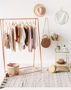 Copper Pipe A Frame Kleiderstange / Kleiderständer / Kleiderablage - Melo Dee-D. Copper Pipe A Frame clothes rail / coat rack / coat rack - Melo Dee-Dee Copper Pipe A Frame clothes rail / clothes rack / clothing Boutique Interior, Boutique Decor, Garment Racks, Diy Storage, Storage Hacks, Extra Storage, Shoe Storage, Shoe Racks, Bench With Storage