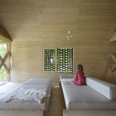 Dřevěný challet vytvořený ze stodoly - int 2