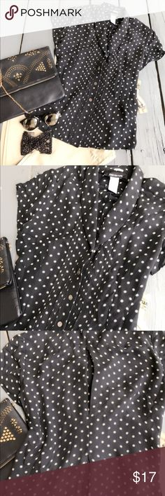 Jones New York  100% silk size 1 Beautiful button-down 100% silk blouse. Excellent condition Jones New York Tops Button Down Shirts