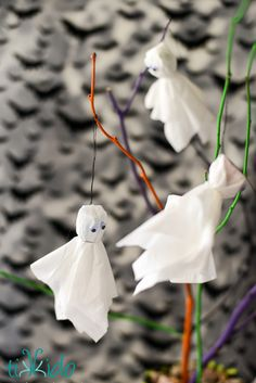 Easy, Inexpensive Halloween Ghost Lollipop Tree Centerpiece | Tikkido.com