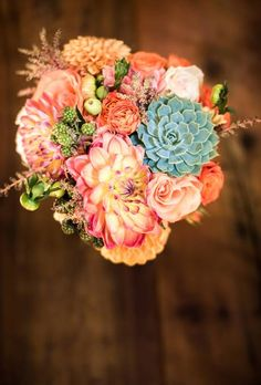 15 Pretty Peach Bouquets | Wedding Ideas | Brides.com