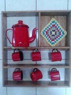 Wooden Box Shelves, Wooden Boxes, Apartment Kitchen Organization, Primitive Shelves, Mug Holder, Home Coffee Stations, Coffee Places, T Art, Antique Decor