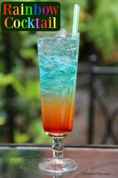 cocktail drinks Super easy Rainbow Cocktail Recipe that is great for St. Patrick's Day or any day you need a fun cocktail! This drink looks a lot harder to make than it is! Cocktails Vodka, Easy Cocktails, Cocktail Drinks, Cocktail Recipes, Slush Recipes, Cocktail List, Drink Recipes, Rainbow Cocktail, Rainbow Drinks