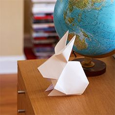 Make big origami rabbits to decorate your Easter table