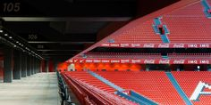San Mamés Barria – StadiumDB.com  Capacity53 229 CountrySpain CityBilbao ClubsAthletic Club de Bilbao Inauguration16.09.2013 (Athletic Bilbao - Celta Vigo, 3-2) Construction05.2010 - 09.2014 Cost€ 211 million Record attendance49,017 (Athletic Bilbao - SSC Napoli, 27/08/2014) DesignIdom