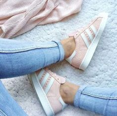 Schuhe Damen Sportlich - Pink mood to start the week : Pink Adidas Superstar ♥ Look of the day,. Cute Shoes, Me Too Shoes, Women's Shoes, Shoe Boots, Shoes Sneakers, Adidas Sneakers, Adidas Outfit, Pink Shoes, Shoes Style