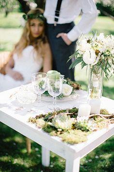 Свадебная фотосессия в яблоневом саду, декор стола - The-wedding.ru