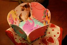 Pink and Green Mama: Valentine's Day Craft: Recycled Valentine's Day Card Basket