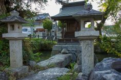 While in Asuka Mura, I came across this little shrine with a small pond surrounding it. A stone slab lays across to enter the shrine. This little shrine is a stone trow from the former Ruins of Toyura Temple (豊浦寺) and 2 stone trows from the Amakashiniimasu Shrine (甘樫坐神社). It's called the Nanba Pond (難波池) and it has some history attached to it. #NanbaPond, #難波池, #InameSoga, #蘇我 稲目, #EmperorKinmei, #AsukaMura, #明日香村, #Nara,