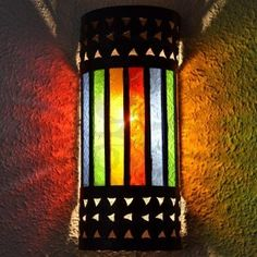 Cylindrical sconce of openwork iron and colorful crystal  Dimensions:  Height: 30 cm  Width: 12 cm  19,99 €