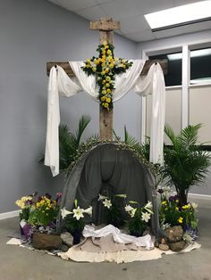 1 million+ Stunning Free Images to Use Anywhere Easter Altar Decorations, Church Christmas Decorations, Easter Flower Arrangements, Easter Flowers, Church Stage Design, Easter Religious, Church Flowers, Church Banners, Illustrations