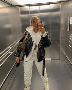 Follow our Pinterest Zaza_muse for more similar pictures :) Style Inspiration. Tracksuit outfit for Fall Fall Fashion Outfits, Fall Winter Outfits, Autumn Winter Fashion, Winter Style, Daily Fashion, Fitness Fashion, Fashion 2020, Women's Fashion, Outfits With Hats