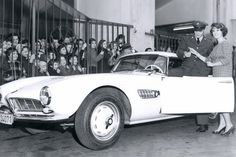 Visit our website for information about the vintage BMW 507 roadster sports car owned by legend himself Elvis Presley. Funny Car Memes, Car Humor, Vintage Cars, Antique Cars, Bmw 507, Used Cars Online, Roadster, Bmw Love, Elvis Presley Photos