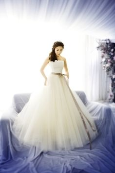 Reminds me of the Vera Wang from Bride Wars...could it be?