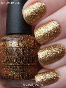 csillámos köröm arany színben