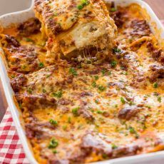 This EASY Lasagna Recipe is beefy, saucy and supremely flavorful. Homemade lasagna is better than any restaurant version and it feeds a crowd. Lasagna Recipe Videos, Bread Recipe Video, Easy Lasagna Recipe, Homemade Lasagna, Best Guacamole Recipe, Ceviche Recipe, Avocado Recipes, Yummy Recipes, Diet Recipes