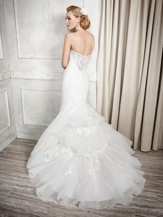 Kenneth Winston Style 1675 #weddingdress #bridal Available at Bridal Gallery 5975 Malden Road LaSalle Ontario Canada  www.bridalgallery.ca #bridalgalleryca @bridalgalleryca